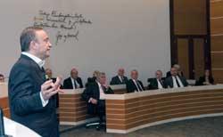 İSO Meclisi'nde Bilim ve Teknoloji Işığında Geleceğin İş ve Üretim Anlayışı Konuşuldu 01