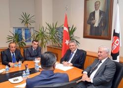 Ardahan Dernekler Federasyonu Üyeleri İSO Başkanı Erdal Bahçıvan'ı Ziyaret Etti 02