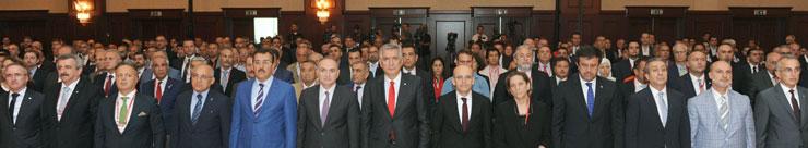 Başbakan Binali Yıldırım İSO'dan Türkiye'ye Seslendi:Ekonomimiz de Demokrasimiz de Sapasağlam Ayaktadır 05