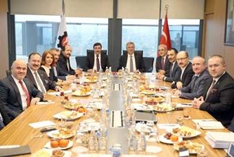 AK Parti Ekonomi İşleri Başkanlığı İstişare İçin İSO Yönetimini Ziyaret Etti 01