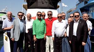 Yüzbinler, Albayrak'larıyla Demokrasi ve Şehitler Mitingi için Yenikapı'da Buluştu 01