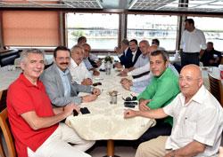 Yüzbinler, Albayrak'larıyla Demokrasi ve Şehitler Mitingi için Yenikapı'da Buluştu 02