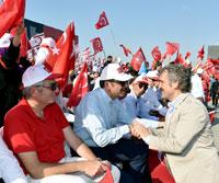 Yüzbinler, Albayrak'larıyla Demokrasi ve Şehitler Mitingi için Yenikapı'da Buluştu 06