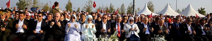 Yüzbinler, Albayrak'larıyla Demokrasi ve Şehitler Mitingi için Yenikapı'da Buluştu 03