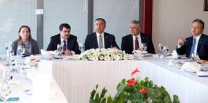 Milli Eğitim Bakanı Dr. İsmet Yılmaz, İstanbul Sanayi Odası'nı Ziyaret Etti 03