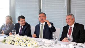 Milli Eğitim Bakanı Dr. İsmet Yılmaz, İstanbul Sanayi Odası'nı Ziyaret Etti 02