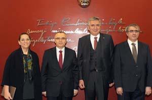 İSO Meclis Başkanı Zeynep Bodur Okyay,Maliye Bakanı Naci Ağbal,İSO Yönetim Kurulu Başkanı Erdal Bahçıvan, Gelir İdaresi Başkanı Adnan Ertürk