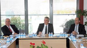 PAGEV Yönetim Kurulu Üyeleri İSO Başkanı Erdal Bahçıvan'ı Ziyaret Etti 01