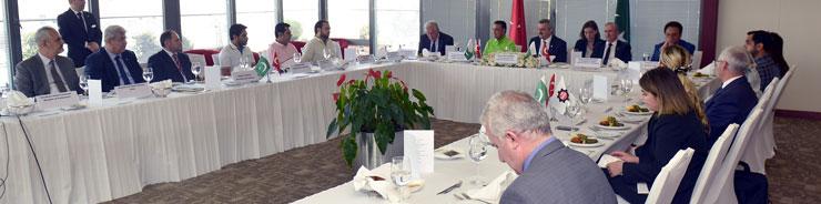 Pakistan Parlamento Heyeti, İstanbul Sanayi Odası'nı Ziyaret Etti