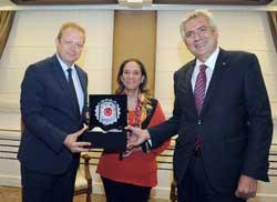 İSO Meclis Başkanı Okyay, Vali Yavuz'u ziyaret etti.