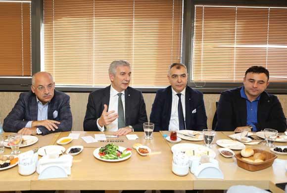 İSO Başkanı Erdal Bahçıvan, Sektörün Güncel Konularını Konuşmak İçin Ayakkabı Sanayicileriyle Buluştu