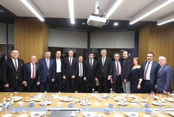 AK Parti Ekonomi İşleri Başkanlığı İstişare İçin İSO Yönetimini Ziyaret Etti
