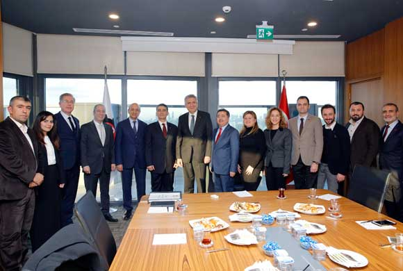 Çorap Sanayicileri Derneği'nin Yeni Yönetimi İSO Başkanı'nı Ziyaret Etti