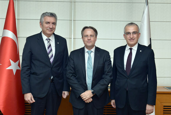 Danimarka Büyükelçisi Olling'den İSO Başkanı Bahçıvan'a Nezaket Ziyareti