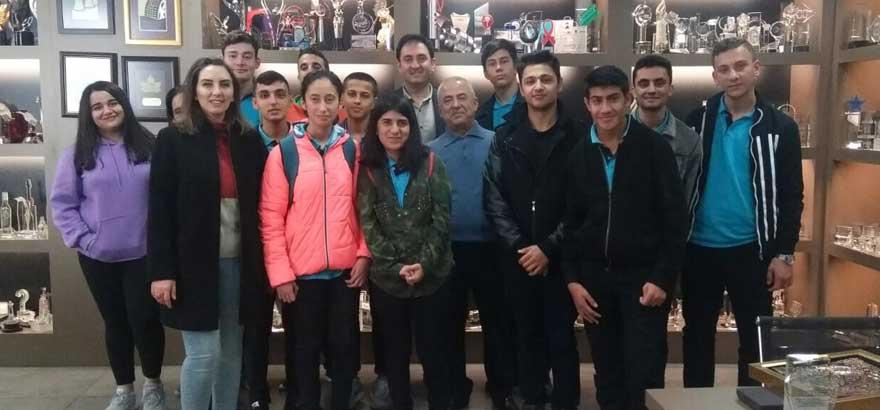 Nuh Kuşçulu Seramik ve Cam Teknolojisi MTAL Öğretmen ve Öğrencileriyle Özlem Kristal'e Teknik Gezi Gerçekleştirildi