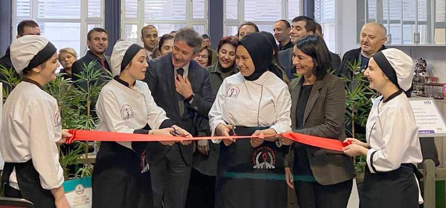 """İSO Mesleki Eğitim Projemiz Kapsamında Büyükçekmece Hayriye Duruk MTAL'de Döner Sermaye Kapsamında İl Milli Eğitim Merkez Binası'nda """"Lezzet Atölyesi"""" Açıldı"""