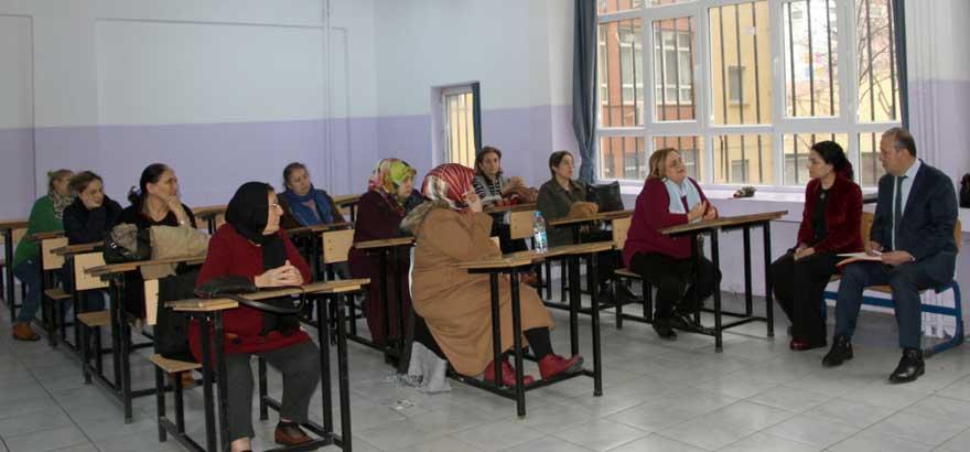 İSO Mesleki Eğitim Projemiz Kapsamında Şehit Öğretmen Hüseyin Ağırman MTAL'de Velilere Yönelik Meslek Bilgilendirme Toplantıları