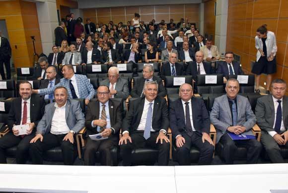 İktisadi Kalkınma Vakfı Başkanlığına Ayhan Zeytinoğlu Yeniden Seçildi