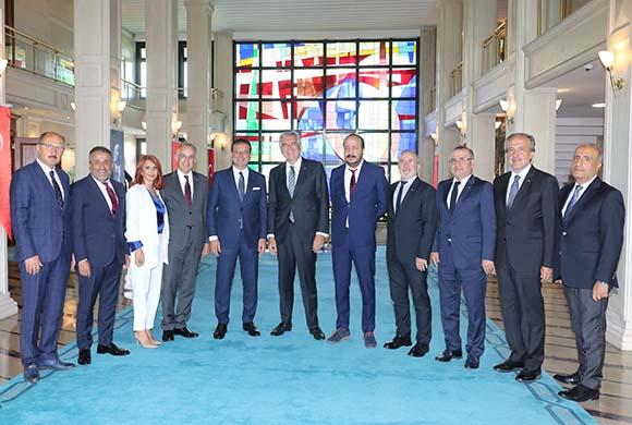 İstanbul Sanayi Odası Yönetim Kurulu Üyeleri İBB Başkanı Ekrem İmamoğlu'nu Ziyaret Etti