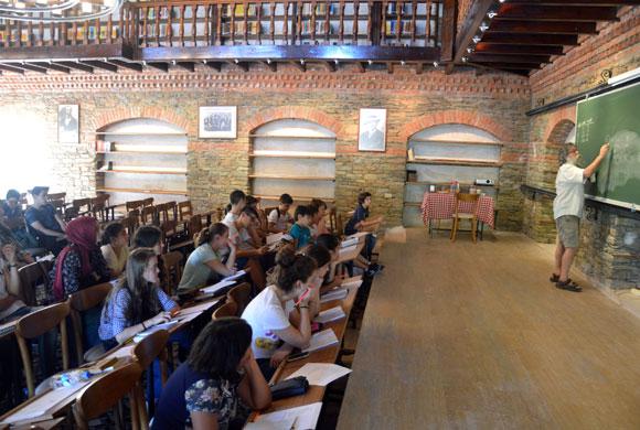 Kongrede Sunum Yapacak Öğrenciler Ali Nesin ile Matematik Köyü'nde Buluştu