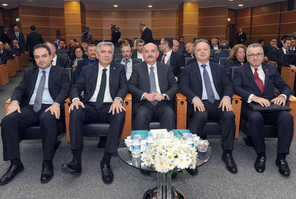 """Bakan Müezzinoğlu: """"Şeffaf ve Güvenilir Bir Kıdem Tazminatı Fonu Hayata Geçirilecek"""""""
