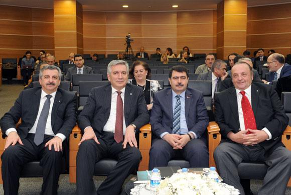 """İstanbul Valisi'nden Sanayiciye Destek: """"İstanbul'dan Sanayicinin Çıkarılması Gerçekçi Değil"""""""