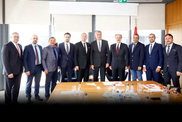 Plastik Sanayicileri İSO Başkanı Erdal Bahçıvan'ı Ziyaret Etti