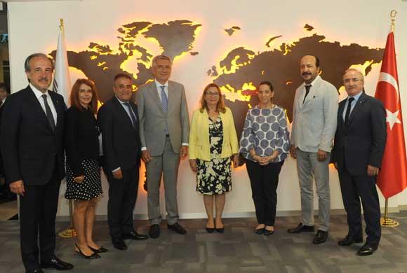 İstanbul Sanayi Odası Yönetimi, Ticaret Bakanı Ruhsar Pekcan'ı Ziyaret Etti